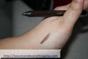lin3 300x200 COVERGIRL Liquiline Blast Eyeliner BROWN BLAZE review and Swatches.