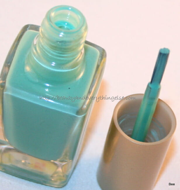IMG 2111 NOTD: LOréal Colour Riche nail polish Club Prive — Review & Swatches.